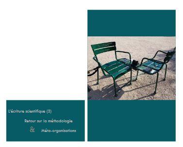 Deux chaises dans un jardin public